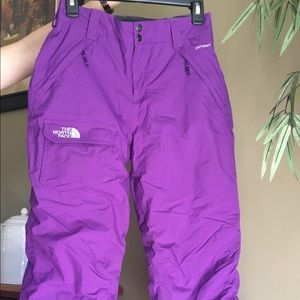 The North Face HYVENT juniors snow pants. LG 14/16